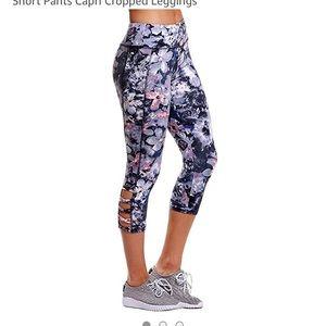 Pants - Floral Capri leggings